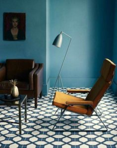 Gräshoppa floor lamp dusty blue Gubi
